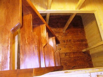 деревянная лестница погреба