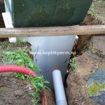Шефмонтаж септика Топас 5 самотечный перелив очищенной воды в Полазне