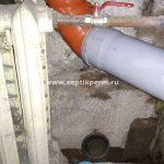 Прокладка трубы канализационной