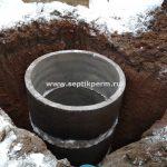 Установка дренажного бетонного колодца