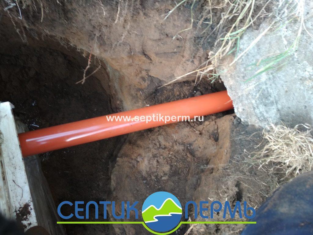 Подфодящая труба в септик Топас (фото)
