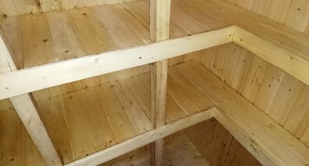 погреб кессон Тортила деревянные полки